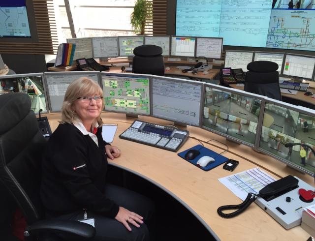 Haltestellenüberwacherin Eva-Maria Behnke aus der U-Bahn-Leitstelle
