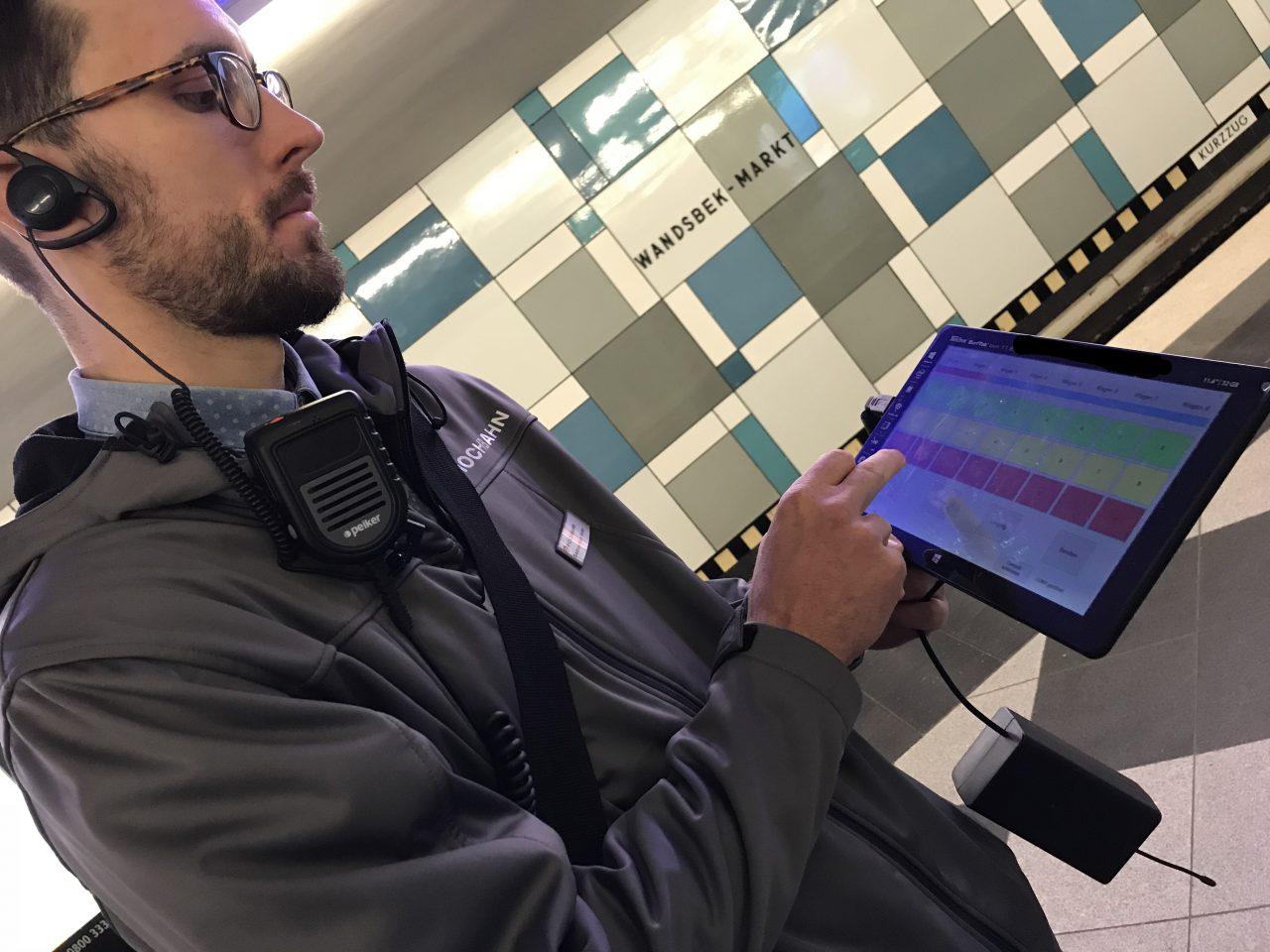 Tablet Platzampel Kollege steuert an