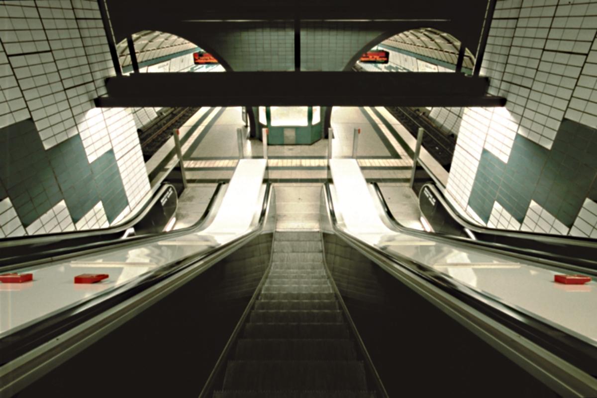 Rolltreppe U-Bahn Messehallen