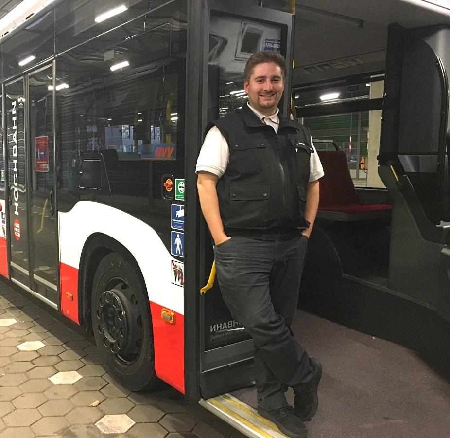 HOCHBAHN-Busfahrer