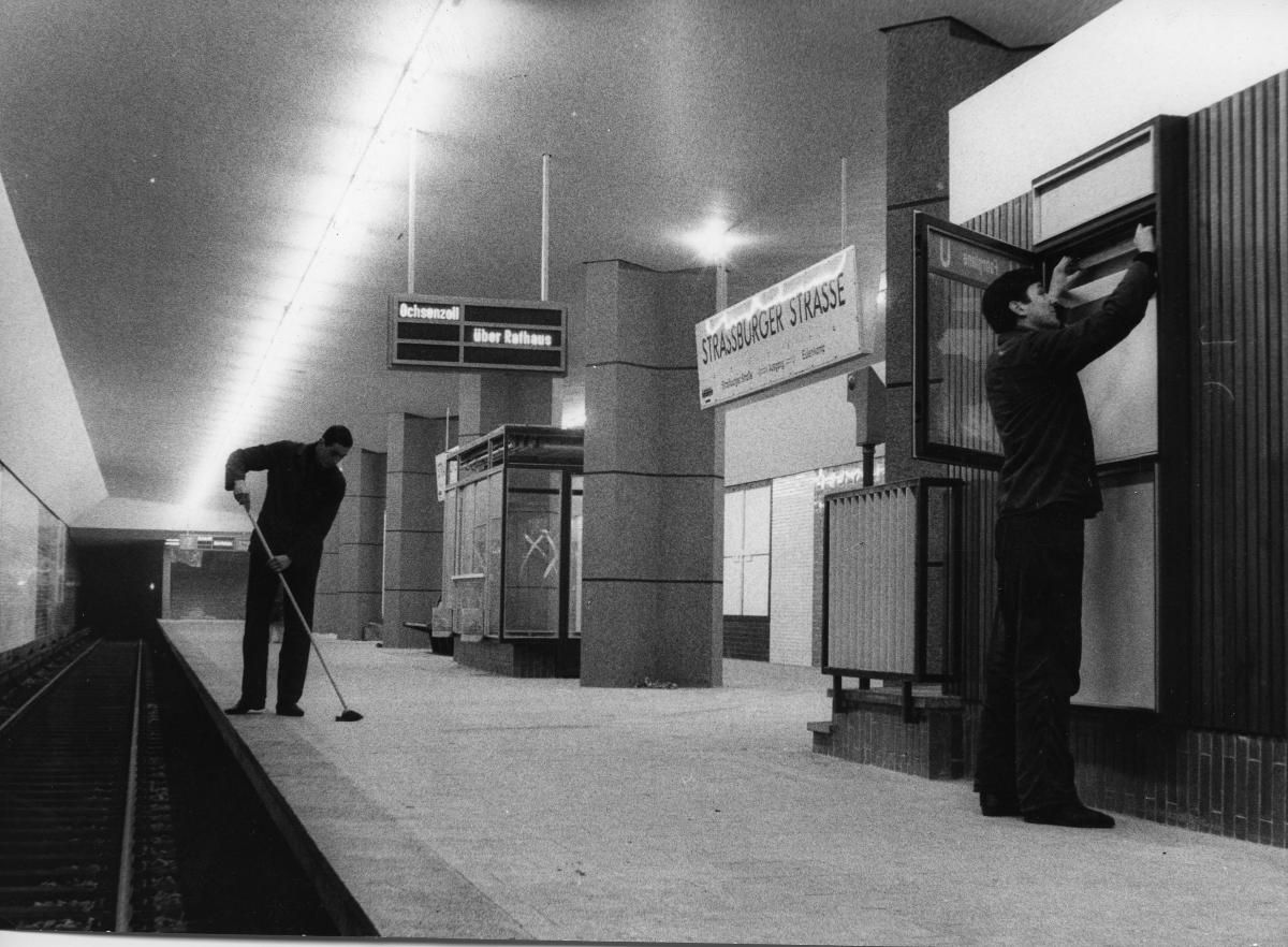 Die Haltestelle Straßburger Straße kurz vor der Eröffnung, 1963