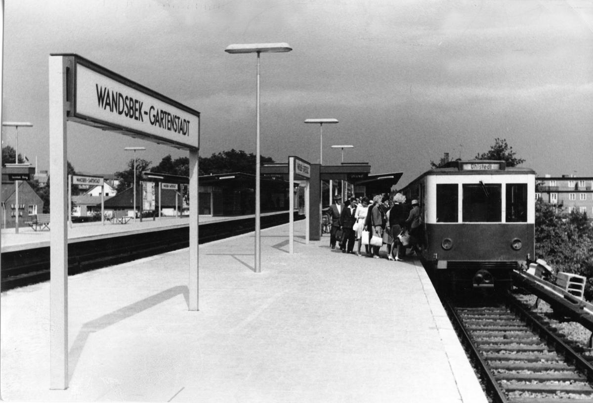 Die erweiterte Haltestelle Wandsbek Gartenstadt, 1963