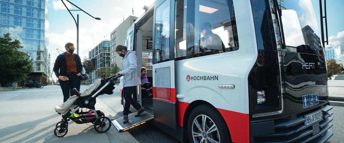 Autonomer Kleinbus HEAT mit Passagieren an Bord: Was die Fahrgäste so beschäftigt